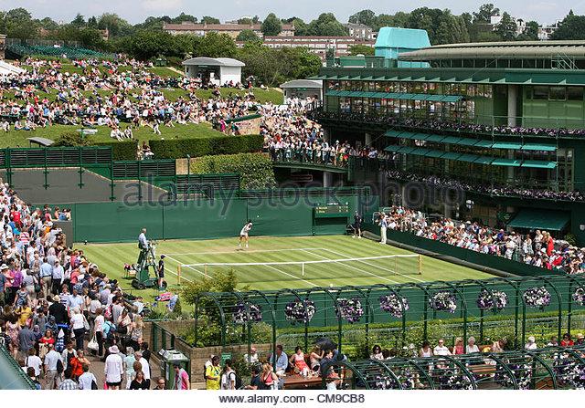 28/06/2012 - Wimbledon (Day 4) - A general view (GV) of spectators surrounding Court 19 and the Aorangi Terrace, - Stock-Bilder