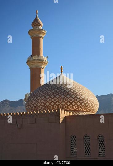 Blick vom Fort Nizwa zur Freitagsmoschee. Nizwa ist das Zentrum des omanischen Kernlandes. Die Oasenstadt liegt - Stock-Bilder