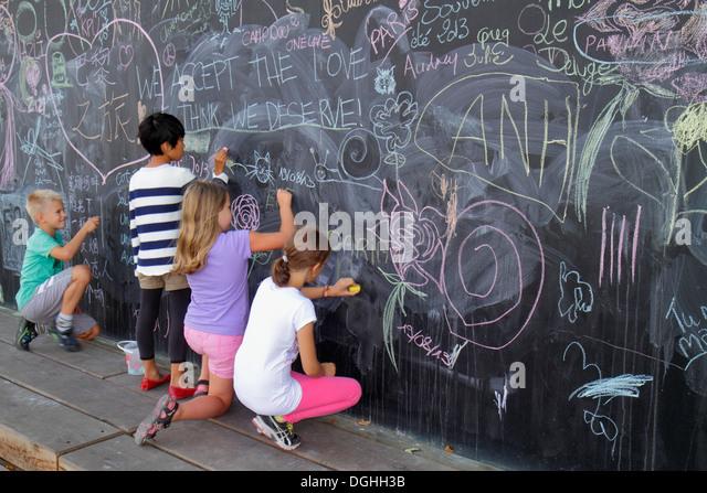 Paris France Europe French Seine River La Rive Gauche Left Bank Berges de Seine teen girl friends drawing giant - Stock Image