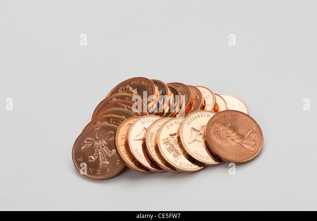 Pile of copper 2p English coins - Stock-Bilder