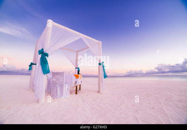 Romantic beach dinner set-up for honeymoon. Beach background concept. - Stock Image
