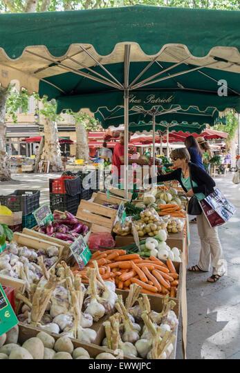 Market an Place Richelme, Fruits and Vegetables, Aix en Provence, Bouche du Rhone, France - Stock Image