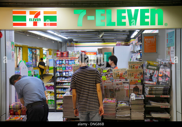 Hong Kong China Island MTR Admiralty Subway Station vendor concession convenience store 7-Eleven front entrance - Stock Image