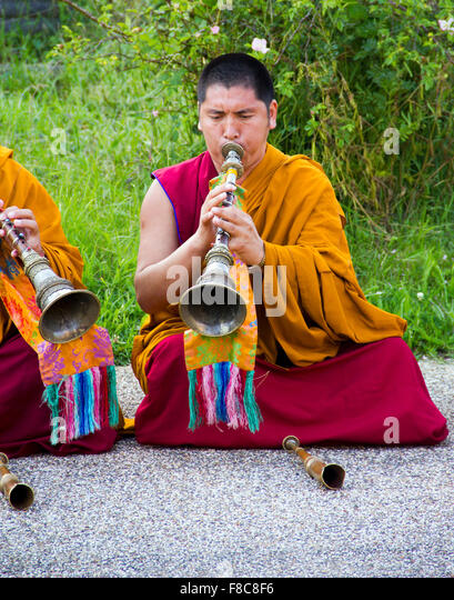 Tashi Lhunpo monks participating in a chanting and cham performance in the UK - Stock Image