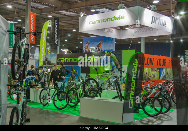 Trade Show Booth Visitors : Cannondale stock photos images alamy