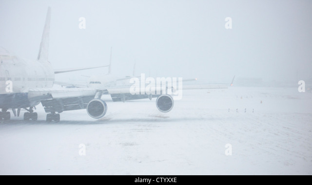 Airplane on snowy runway - Stock Image