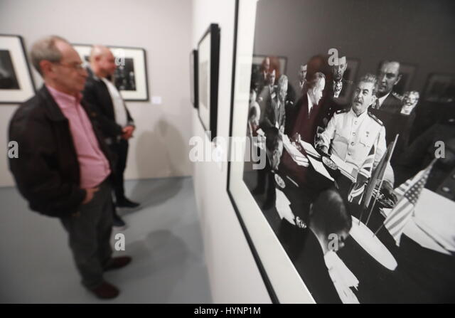 Moscow, Russia. 5th Apr, 2017. Visitors look at a photograph The Potsdam Conference (1945) displayed at an exhibition - Stock Image