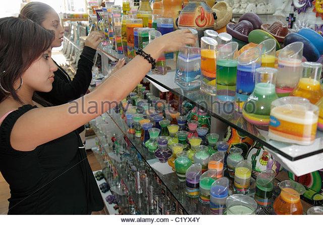 Cancun Mexico Yucatán Peninsula Quintana Roo Beach Hotel Zone Avenida Kukulkan Hispanic woman customer shopping - Stock Image