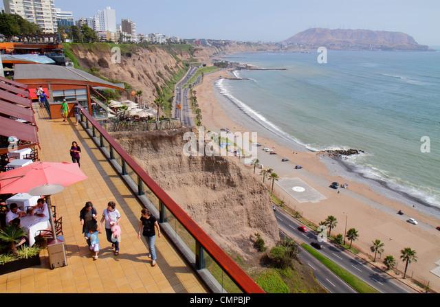Lima Peru Miraflores Malecon de la Reserva Larcomar shopping center centre Pacific Ocean view coast Circuito de - Stock Image