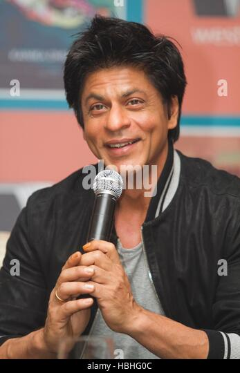 Bollywood actor Shah Rukh Khan speaks during the launch Author Kanika Dhillon's book 'Bombay Duck Is A Fish' - Stock-Bilder