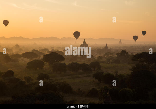 Myanmar Hot Air Balloons At The Sunrise, Bagan - Stock-Bilder
