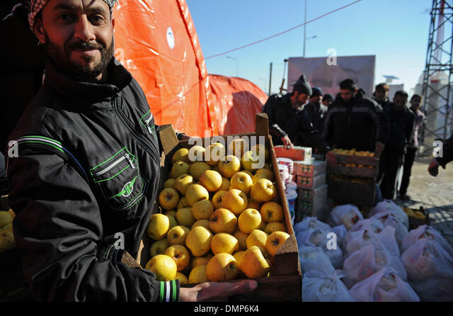Kilis. 15th Dec, 2013. Staff in the camp distribute food to refugees in Kilis of Turkey on Dec. 15, 2013. Turkish - Stock Image