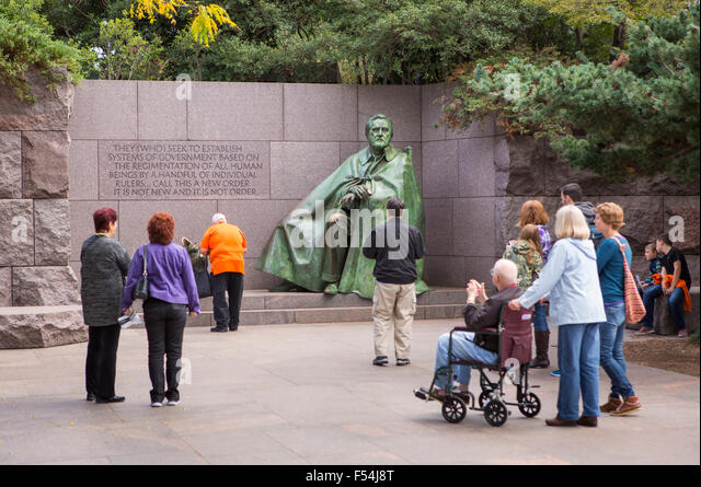 WASHINGTON, DC, USA - Tourists visit the Franklin Roosevelt Memorial. - Stock Image