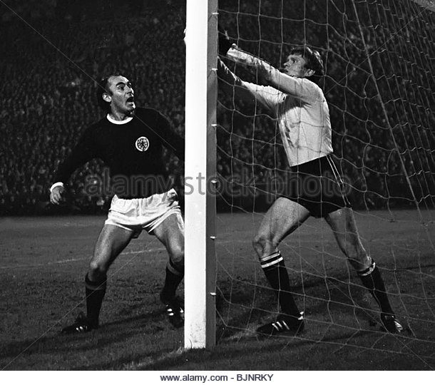 SEASON 1969/1970 SCOTLAND v WEST GERMANY Alan Gilzean (left) with West Germany's Sepp Maier - Stock Image