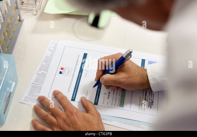 CERTIFICATE OF VACCINATION - Stock Image
