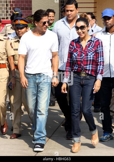 Bollywood actor Shahrukh Khan Gauri Khan arrives to cast his vote Maharashtra state assembly elections Mumbai - Stock-Bilder