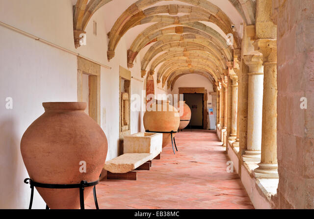 Portugal, Algarve: Corridor of the medieval cloister of former convent and actual  Museu Municipal in Faro - Stock-Bilder