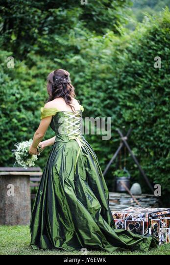 Bride throwing bouquet - Stock Image