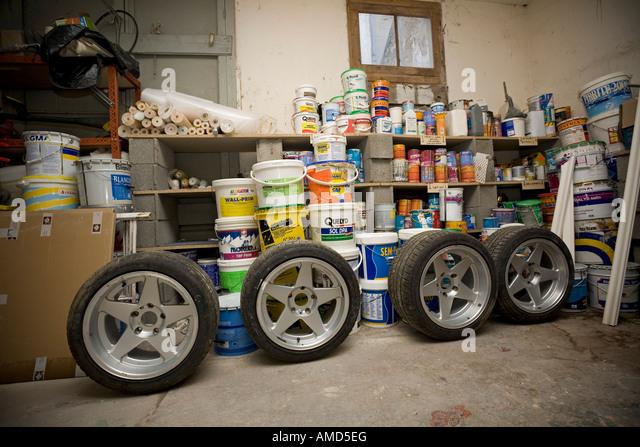 Voiture stock photos voiture stock images alamy for Voiture dans un garage