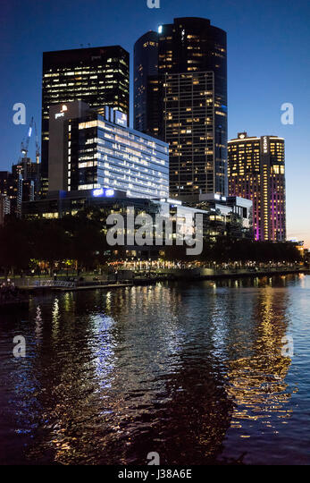 Across the Yarra river in Melbourne Australia at night with highrise buildings - Stock-Bilder