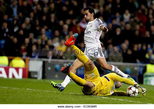 SPAIN, Madrid: Real Madrid's Spanish Defender Alvaro Arbeloa and Ludogorets´s goalkeeper player Vladislav - Stock Image
