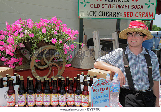 Pennsylvania Kutztown Kutztown Folk Festival Pennsylvania Dutch folklife vendor shopping old style draft soda black - Stock Image