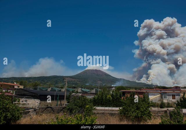 Torre del Greco-Naples, Italy. 11th Jul, 2017. Vesuvius Volcano forest fire Torre del Greco (close to Naples about - Stock Image
