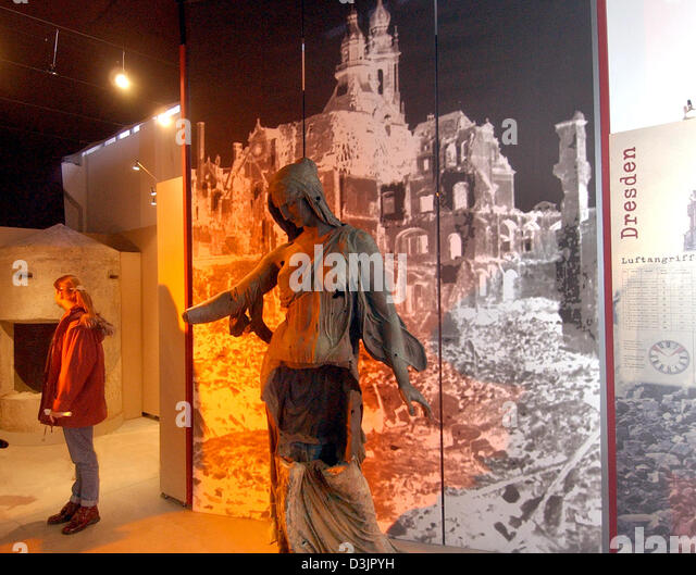 (dpa) - A visitor (L) looks around the exhibition 'Saxony during the bomb war' at the museum of military - Stock Image