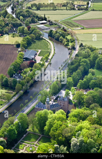 The Netherlands, Breukelen, Castle called Nyenrode along the river Vecht. Location of Nyenrode Business University. - Stock Image
