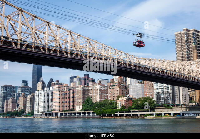 New York New York City NYC East River Roosevelt Island Tram Manhattan skyline commuter aerial tramway Ed Koch Queensboro - Stock Image