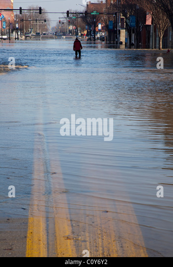 Findlay, Ohio - After heavy rain and snow melt, the Blanchard River overflows its banks, flooding Main Street. - Stock Image