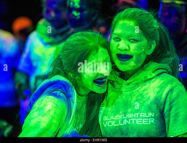 Runners participates at the Blacklight race in Las Vegas - Stock-Bilder
