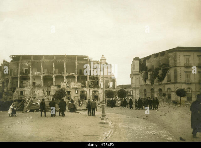 Piazza Cavallotti after the earthquake of 1908, Messina, Italy - Stock Image