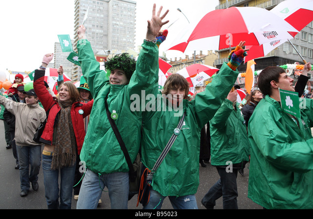 Celtic symbolism in St Patrick s Day parade Novy Arbat one of Moscow s central streets - Stock Image