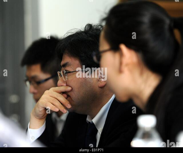 (140429) -- HARBIN, April 29, 2014 (Xinhua) -- A Japanese lawyer (C) attends a hearing event for victims of Japanese - Stock Image