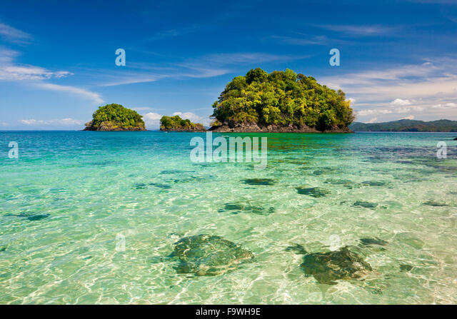 Clear water at Isla Canal de Afuera, Pacific ocean, Veraguas province, Republic of Panama. - Stock-Bilder