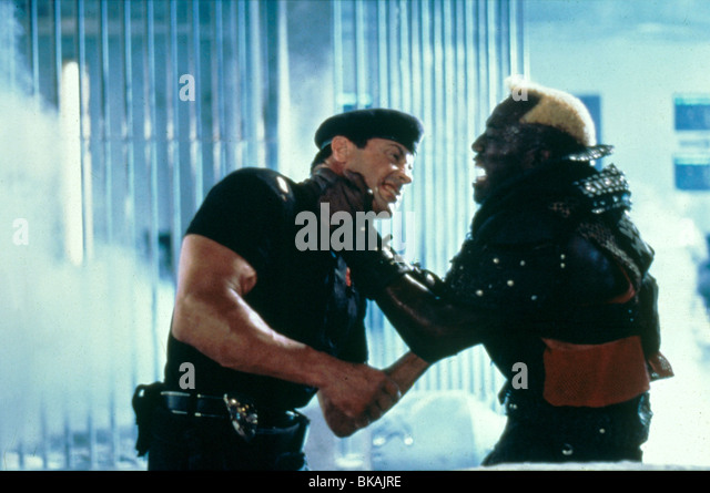 DEMOLITION MAN (1993) SYLVESTER STALLONE, WESLEY SNIPES DMM 061 - Stock Image
