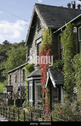 UK, England, Grasmere, ivy, stone apartment building, - Stock Image