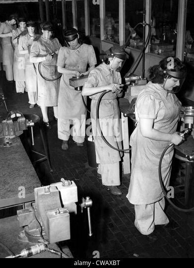 Women did 'men's' jobs during World War II. Here are women working at grinders in the split gear deparment - Stock-Bilder
