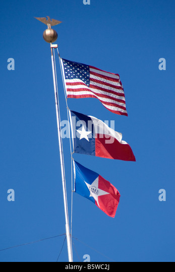 Flags of City of San Antonio, State of Texas, and USA (from bottom to top) - Stock-Bilder
