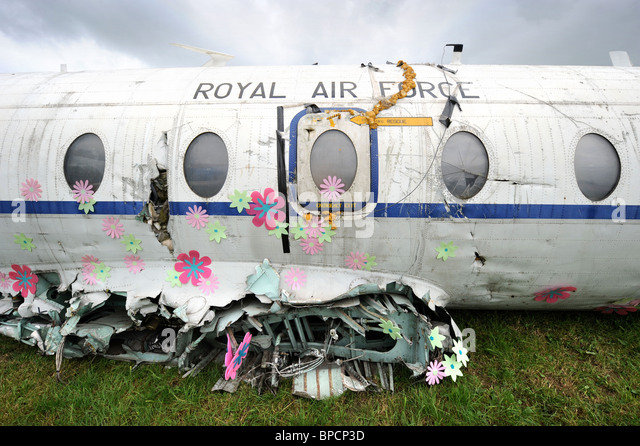 An artistically decorated old RAF plane with flowers in The Trash City area at the Glastonbury Festival site Pilton - Stock-Bilder