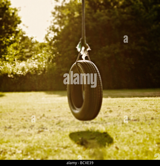 Tyre Swing with minimal focus on the top of the tyre and a nostalgic feel. - Stock-Bilder