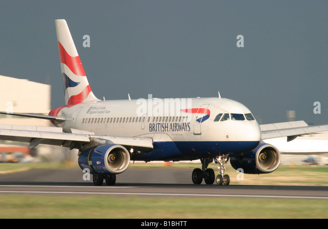 British Airways Airbus A319-131 landing at London Heathrow Airport, England, United Kingdom. - Stock Image