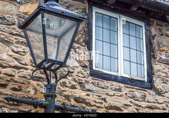 an old fashioned street light outside a lovely cottage in Ross on Wye, Hereford - Stock Image