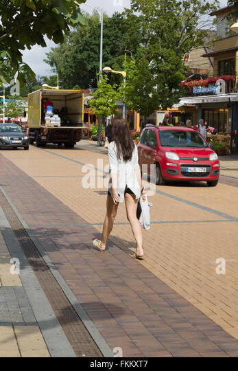 PALANGA, LITHUANIA - AUGUST 08,2015: Tourists walk on the street Basanavicius which is the main tourist street of - Stock-Bilder