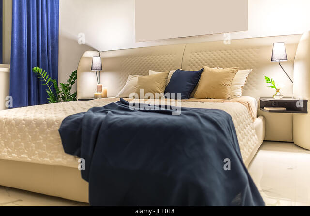 Candle light bedroom stock photos candle light bedroom for Luminous bedroom