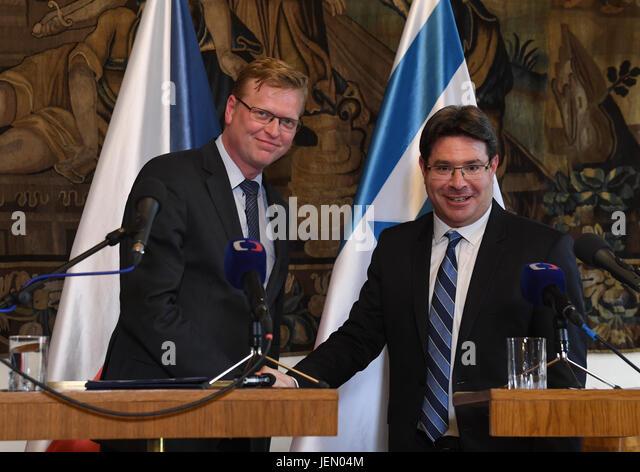 Prague, Czech Republic. 26th June, 2017. Czech Deputy PM for Science Pavel Belobradek (left) and Israeli Minister - Stock-Bilder