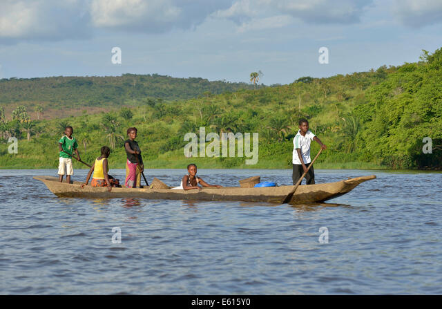 Fisher family on a pirogue on the Congo River, near Tshumbiri, Bandundu Province, Democratic Republic of the Congo - Stock-Bilder