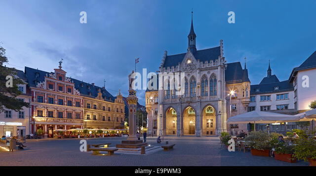 Fischmarkt square with Haus zum Breiten Herd, Orlando Column and City Hall in Erfurt, Germany - Stock Image