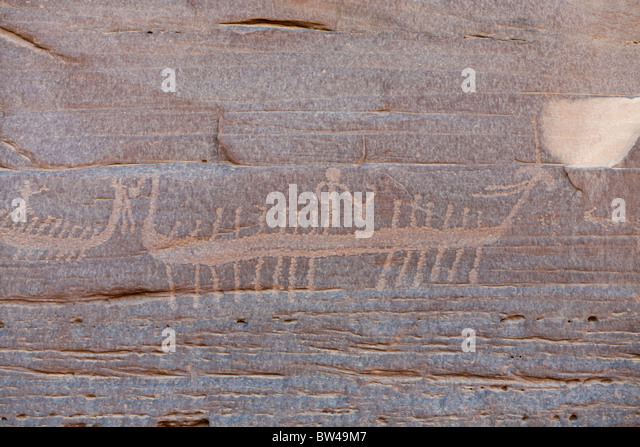 Petroglyph of high prowed boat with crew in the Wadi Umm Salam in Egypt's Eastern Desert - Stock Image